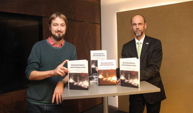 Buchvorstellung: Autor Nikolaus Bliem (li.) und Tiroler-Vorstand Franz Mair (Bild: Tiroler/Reiter)