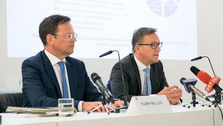 FMA-Vorstand Klaus Kumpfmüller und Helmut Ettl (Foto: FMA/APA-Fotoservice/Rastegar)