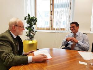 VIG-Vorstand Peter Höfinger im Gespräch (Bild: VIG)