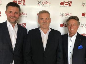 V.l.n.r.: G&O-Gründer Herbert Orasche und Walter Gandler mit CBN-Brokernet-Geschäftsführer Josef Sylle (Bild: G&O Brokernet)